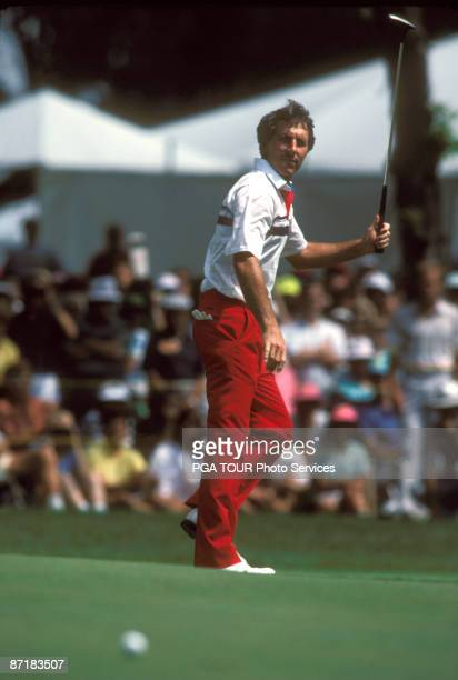 Hale Irwin on the green during the 1990 US Open at Medinah Country Club Medinah Illinois Hale Irwin became the oldest US Open winner with a final...