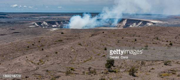 halemaʻumaʻu crater is a pit crater located within the much larger summit caldera of kīlauea in hawaii volcanoes national park. halemaʻumaʻu is home to pele, goddess of hawaiian volcanoes, according to the traditions of hawaiian mythology. according t - media_in_honolulu,_hawaii stock pictures, royalty-free photos & images