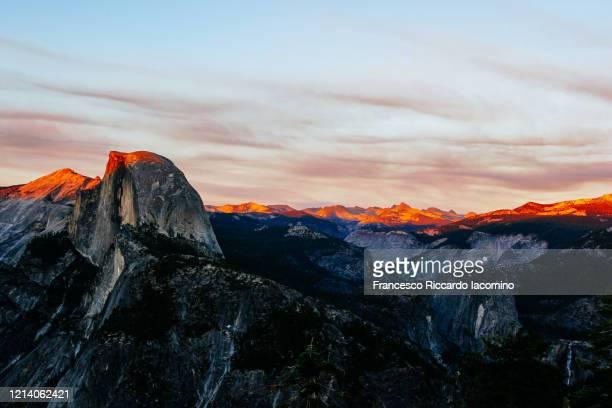 half dome at sunset from glacier point, yosemite national park, usa - francesco riccardo iacomino united states foto e immagini stock