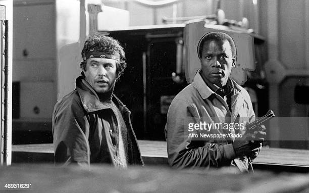 A half length portrait of actors Sidney Poitier and Tom Berenger in the 1988 movie 'Shoot to Kill' 1988