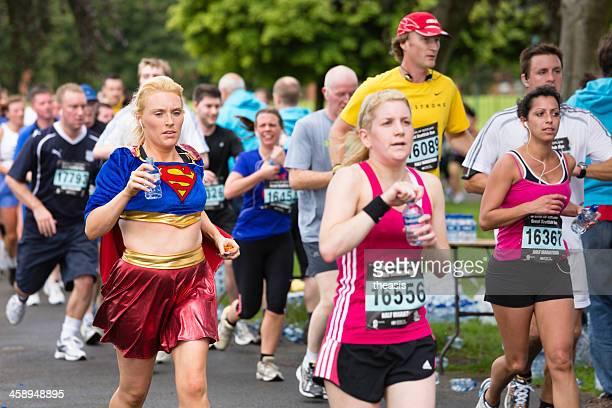 media maratón corredores - theasis fotografías e imágenes de stock
