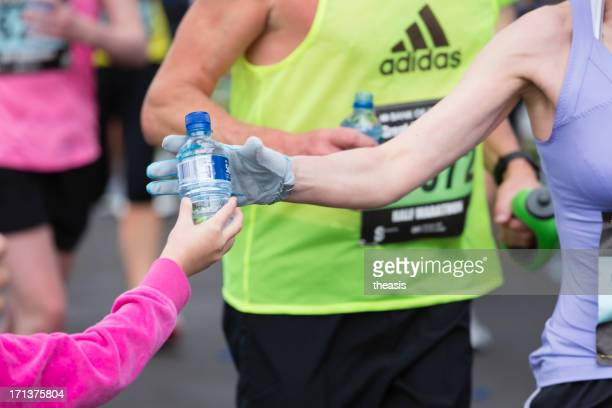half marathon gießen station - theasis stock-fotos und bilder