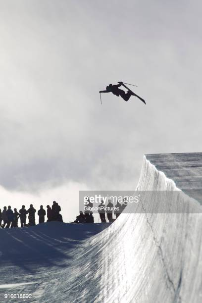 half pipe skier - half pipe stock pictures, royalty-free photos & images