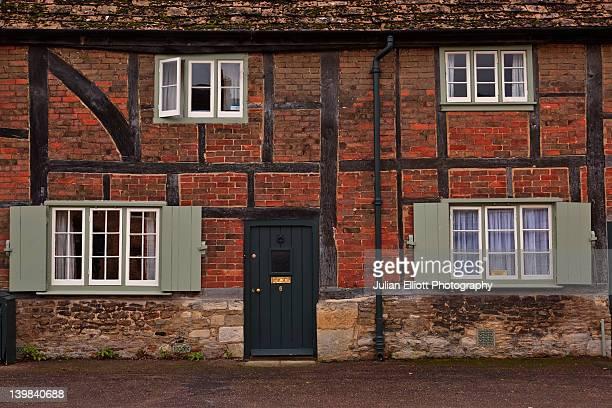 half timbered house, lacock, wiltshire, england, uk. - ウィルトシャー州 ストックフォトと画像