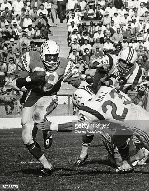 Halfback Paul Lowe of the San Diego Chargers runs upfield in a 51-10 win over the Boston Patriots in the 1963 AFL Championship game on January 5,...