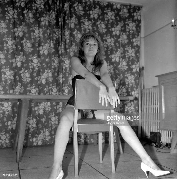 Halfnaked amateur model France 1967 HA195710