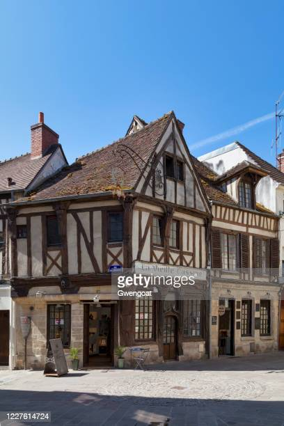 half-timbered house la vieille cassine in compiègne - gwengoat stock pictures, royalty-free photos & images
