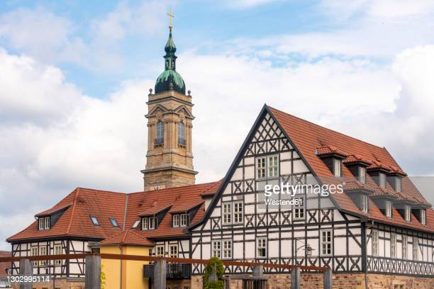 half-timbered houses at luther square near st george church against cloudy sky in eisenach, germany - アイゼナッハ ストックフォトと画像