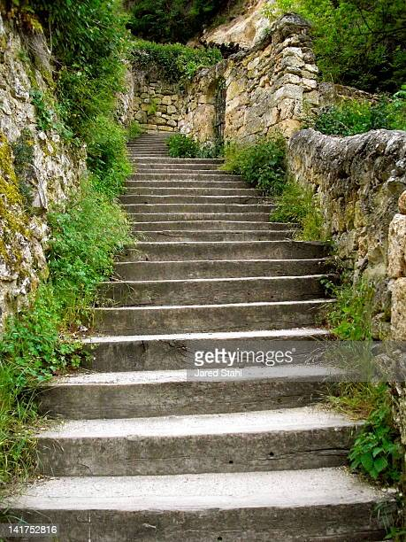 halfway down - orbaneja del castillo photos et images de collection