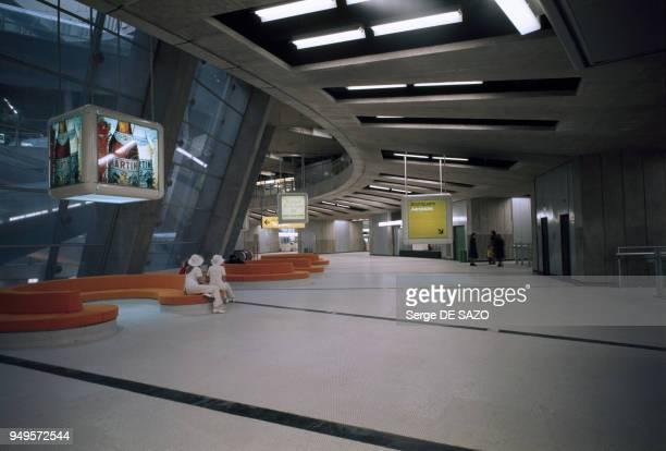 Hall de l'aéroport de RoissyCharlesdeGaulle à RoissyenFrance dans le Vald'Oise France