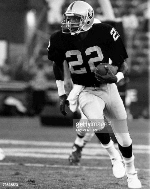 Hall of Fame defensive back Mike Haynes of the Los Angeles Raiders runs upfield in a 23 to 17 preseason loss to the Miami Dolphins on August 24 1985...