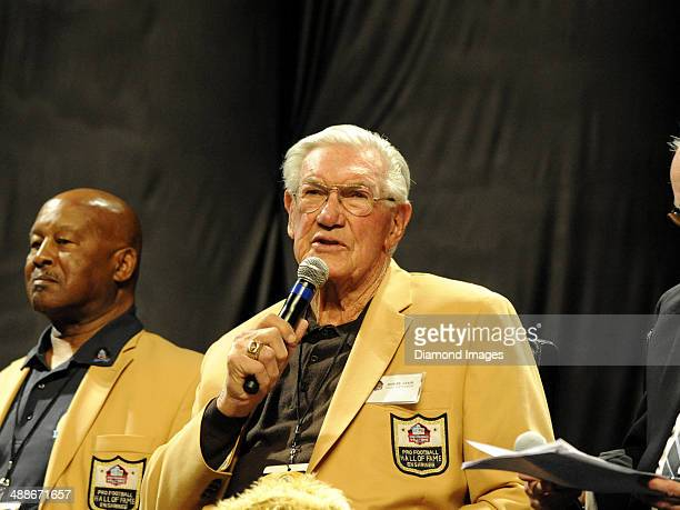 Hall of Fame offensive lineman Bob St Clair takes part in the Legends Roundtable pannel during the first Pro Football Hall of Fame Fan Fest at the IX...