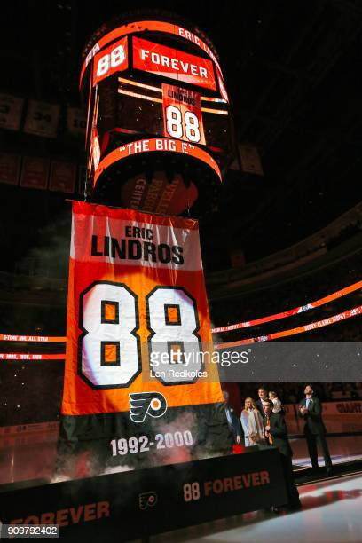 Hall of Famer and former Philadelphia Flyer Eric Lindros and his family along with former teammate John LeClair watch as his number is raised to the...