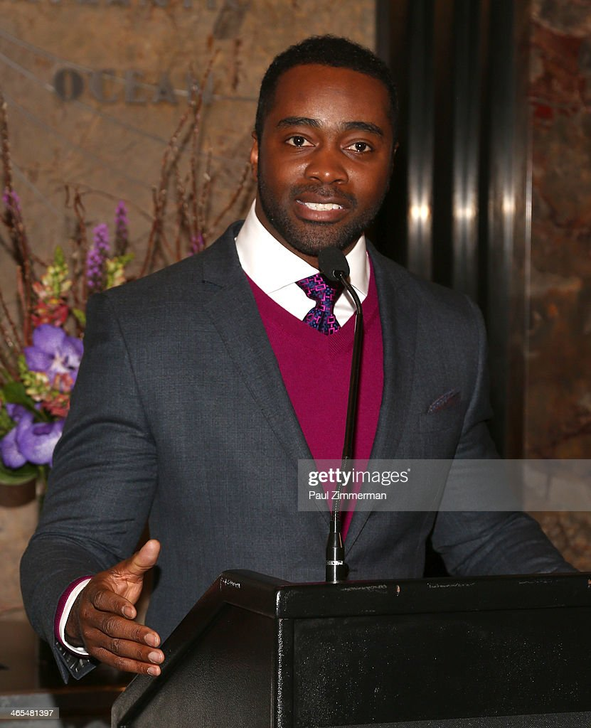 Curtis Martin Launches #WhosGonnaWin Campaign At The Empire State Building