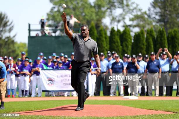 Hall of Famer Eddie Murray throws out the ceremonial first pitch during the Opening Ceremonies of the 2017 Little League World Series at Volunteer...