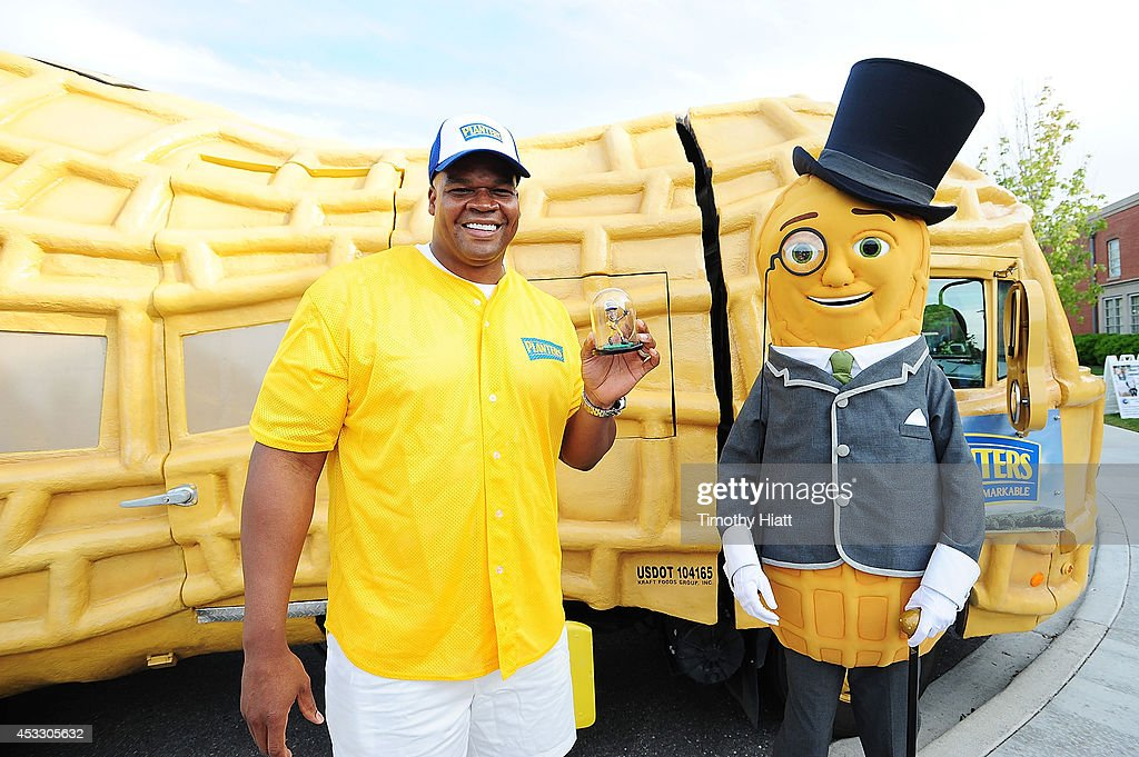 Frank Thomas & Mr. Peanut Surprise Softball Team Celebrate Four New Peanut Flavors : News Photo