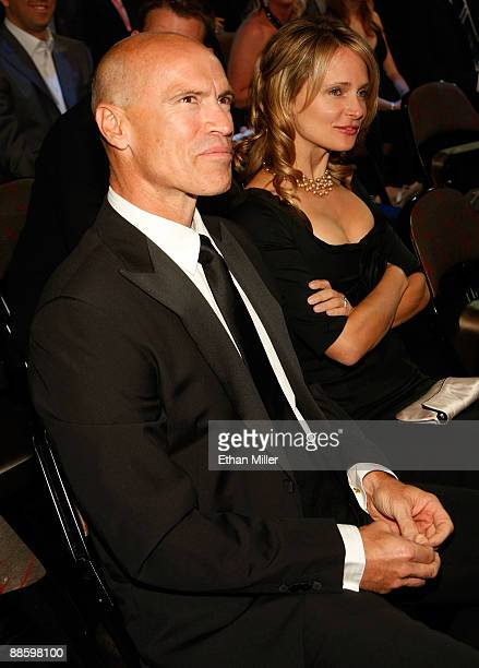 Hall of famer Mark Messier and his wife Kim attend the 2009 NHL Awards at The Pearl concert theater at the Palms Casino Resort June 18 2009 in Las...