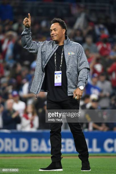 Hall of Famer Roberto Alomar walks on the field to throw out the first pitch before Game 4 of Pool F of the 2017 World Baseball Classic between Team...