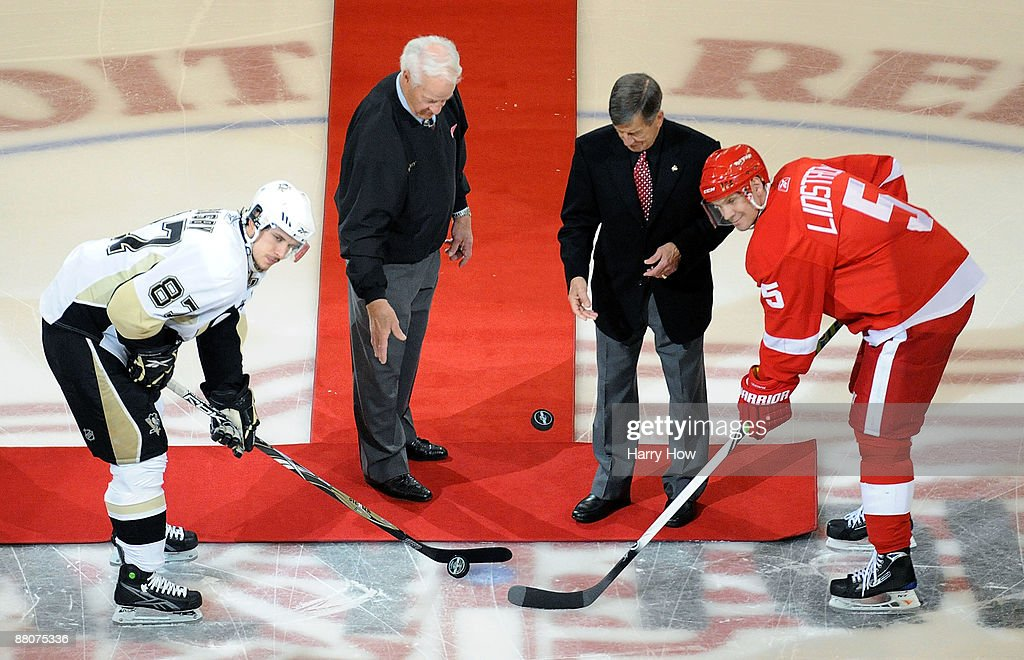 Stanley Cup Finals - Pittsburgh Penguins v Detroit Red Wings - Game One : News Photo