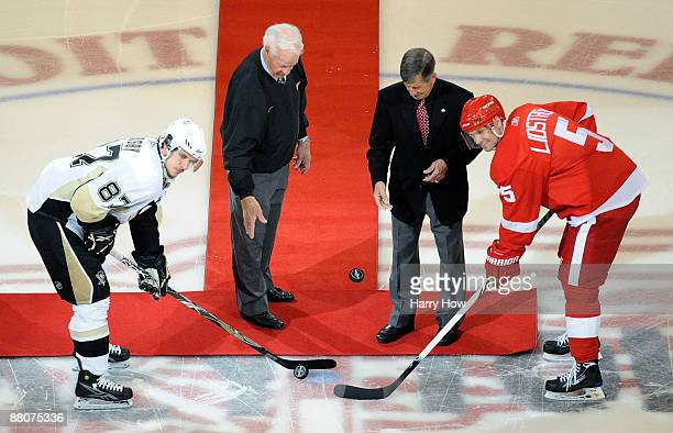 Hall of Famers Gordie Howe and Ted Lindsay drop the ceremonial pucks to Sidney Crosby of the Pittsburgh Penguins and Nicklas Lidstrom of the Detroit...