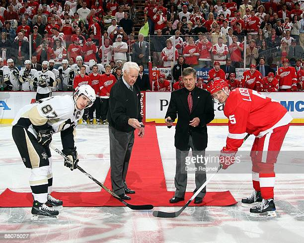 Hall of famers Gordie Howe and Ted Lindsay drop the opening puck before Game One of the 2009 Stanley Cup Finals for team captians Sidney Crosby of...