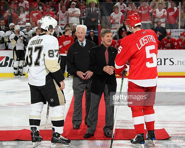 Hall of famers Gordie Howe and Ted Lindsay shake hands before Game One of the Stanley Cup Finals with team captians Sidney Crosby of the Pittsburgh...