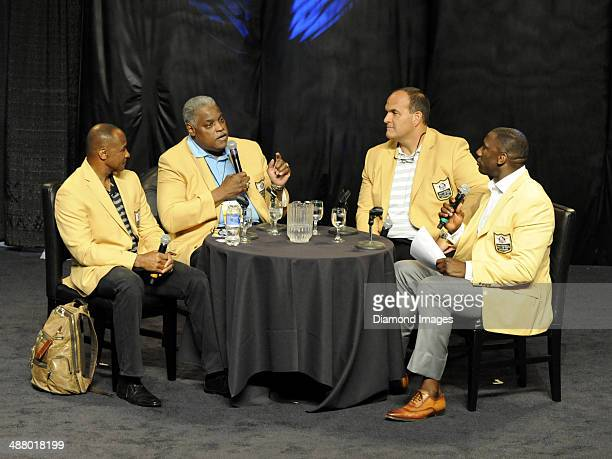 Hall of Famers Lynn Swann Art Shell Bruce Matthews and Shannong Sharpe tak part in the 'Chalk Talk' pannel at the first Pro Football Hall of Fame Fan...