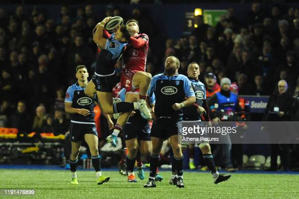 Hallam Amos of Cardiff Blues under pressure from Steff Evans of Scarlets during the Guinness Pro14 Round 10 match between the Cardiff Blues and...