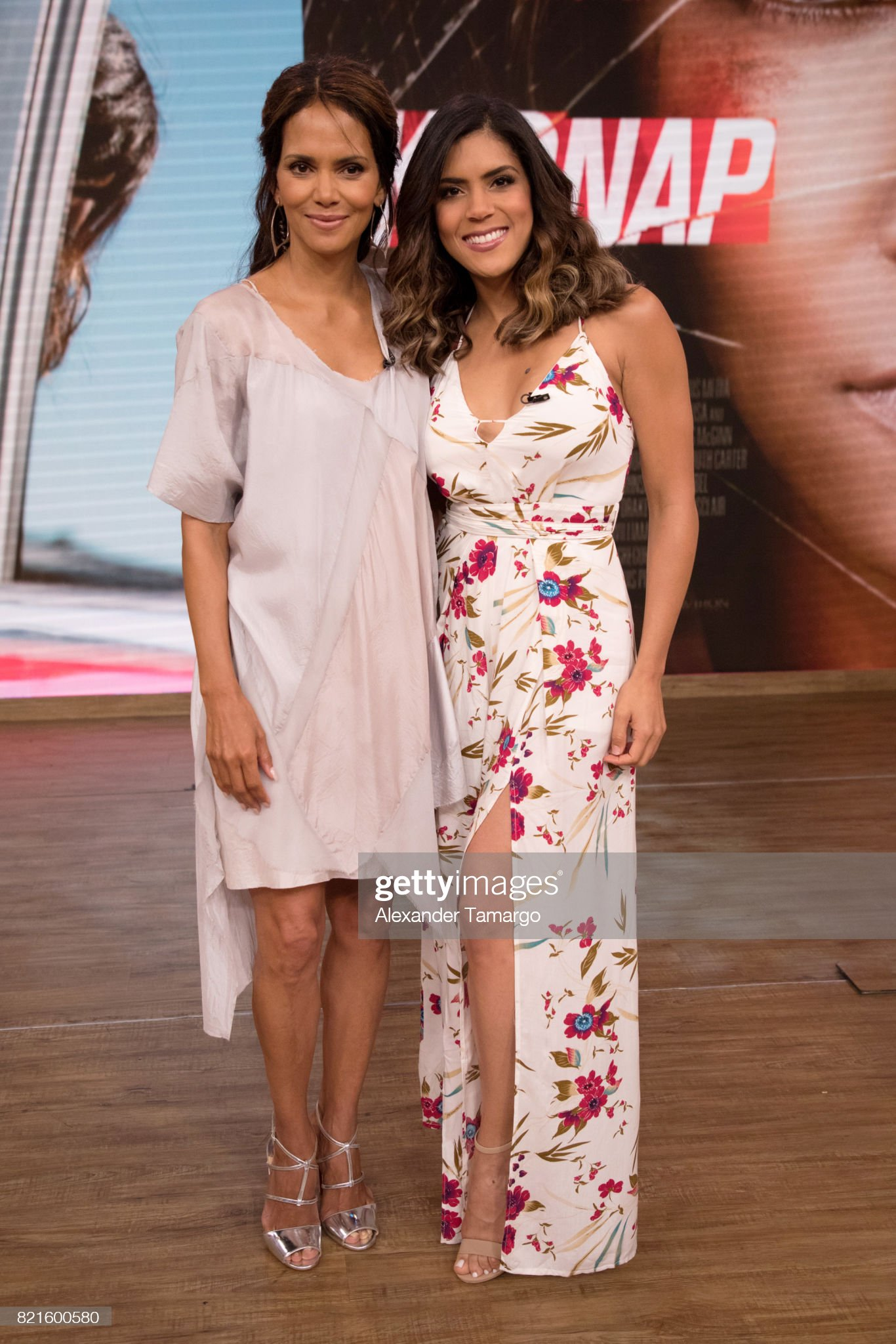 ¿Cuánto mide Halle Berry? - Real height Halle-berry-and-francisca-lachapel-are-seen-on-the-set-of-despierta-picture-id821600580?s=2048x2048