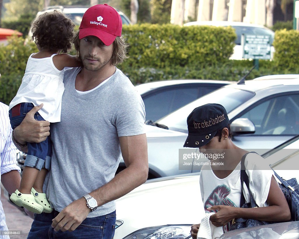 Celebrity Sightings in Los Angeles - August 23, 2009