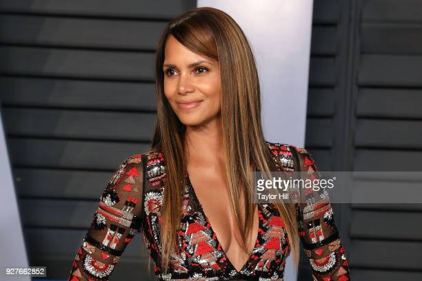 Halle Berry attends the 2018 Vanity Fair Oscar Party hosted by Radhika Jones at the Wallis Annenberg Center for the Performing Arts on March 4 2018...