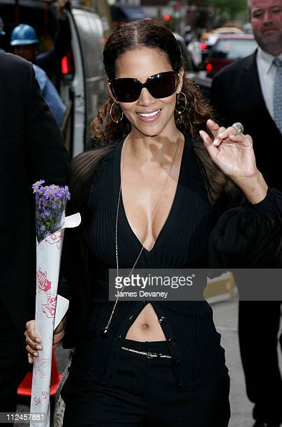 Halle Berry during Halle Berry Visits the Late Show With David Letterman May 25 2006 at Ed Sullivan Theatre in New York City New York United States