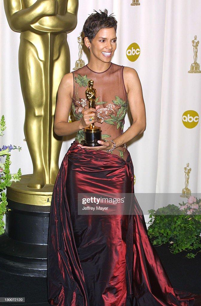 The 74th Annual Academy Awards - Press Room : News Photo