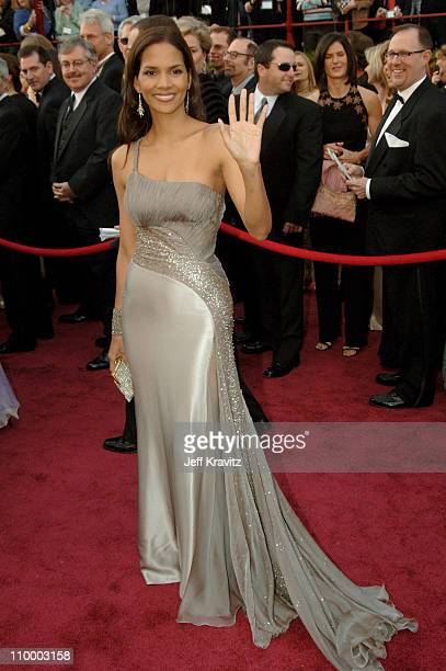 Halle Berry during The 77th Annual Academy Awards - Arrivals at Kodak Theatre in Los Angeles, California, United States.