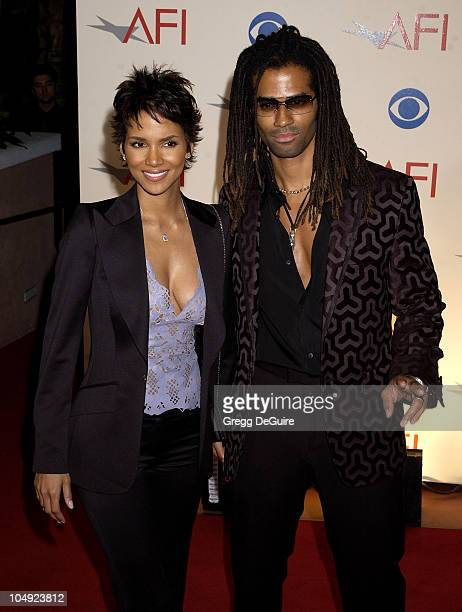 Halle Berry Eric Benet arriving at the AFI Awards 2001 at the Beverly Hills Hotel in Beverly Hills California