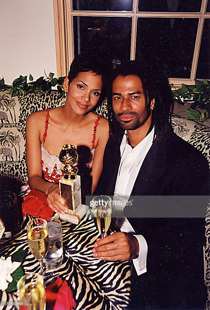 Halle Berry & Eric Benet during 2000 Golden Globe SKG Party in Los Angeles, California, United States.