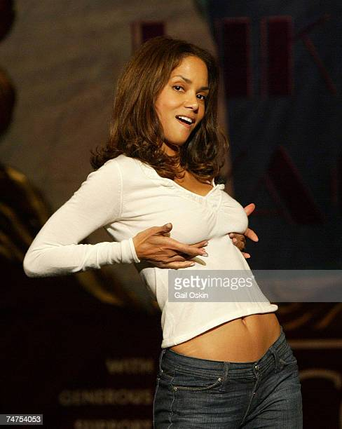 Halle Berry Hasty Pudding Theatricals' Woman of the Year at the Agassiz Theatre in Cambridge Massachusetts