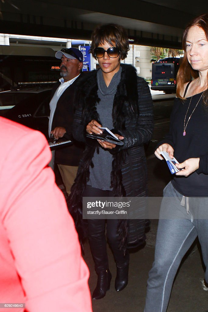 Celebrity Sightings In Los Angeles - December 11, 2016 : Nachrichtenfoto