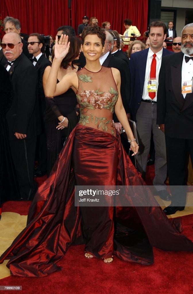 The 74th Annual Academy Awards - Arrivals : News Photo
