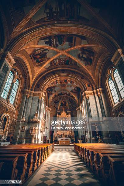 halle einer kirche - kirche stock pictures, royalty-free photos & images