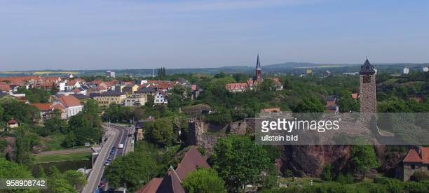 Halle Saale / Burg Giebichenstein Saaletal Kröllwitz Sachsen Anhalt Luftaufnahme Drohnenaufnahme Drohnenbild Drohnenaufnahme Stadtansicht Ansicht...