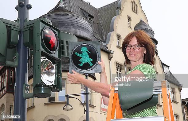 Halle Saale Hansering am Leipziger Turm Ampelkreuzung Ampel Verkehrsampel Fußgängerampel das Ampelmännchen wurde durch ein Ampelmädchen ersetztim...