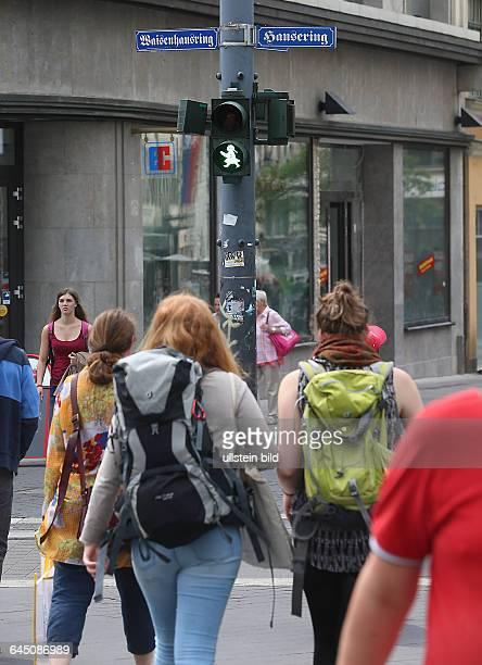 Halle Saale Hansering am Leipziger Turm Ampelkreuzung Ampel Verkehrsampel Fußgängerampel das Ampelmännchen wurde durch ein Ampelmädchen ersetzt