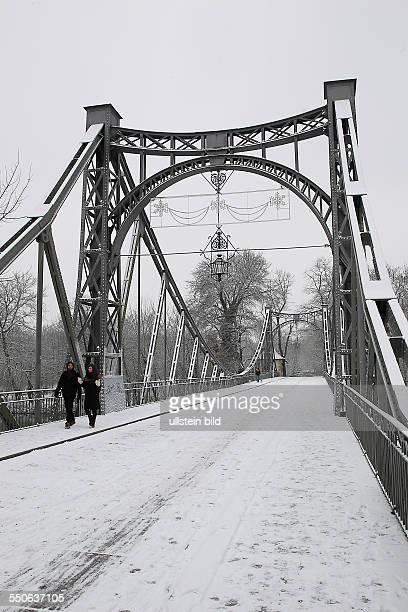 Halle / Saale, Peißnitzbrücke über die Saale im Winter