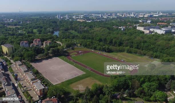 Halle Saale / Turbine Sportplatz Sachsen Anhalt Luftaufnahme Drohnenaufnahme Drohnenbild Drohnenaufnahme Stadtansicht Ansicht Luftbild Sachsen Anhalt
