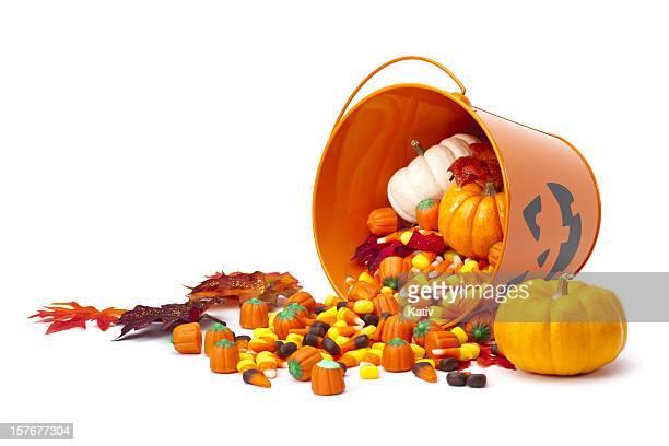 cesta de doces de halloween - halloween pumpkin - fotografias e filmes do acervo