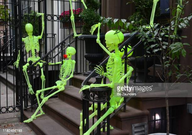 halloween decorations outside a brownstone in midtown manhattan, in new york city - bo zaunders stock pictures, royalty-free photos & images