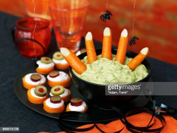 a halloween dip with carrots and canapes - canap�� photos et images de collection