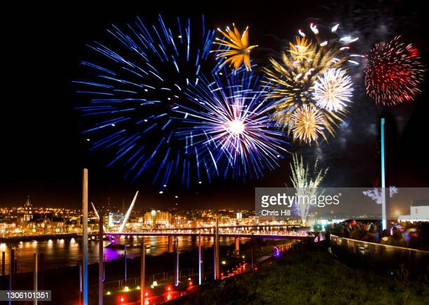 halloween fireworks over the river foyle in derry city, northern ireland - river foyle stock pictures, royalty-free photos & images