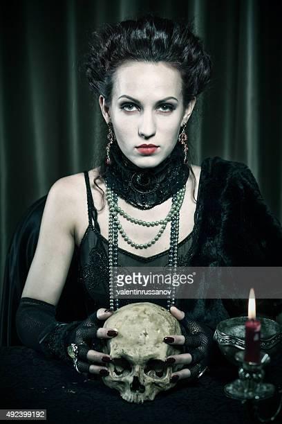 Halloween theme.Witch con teschio